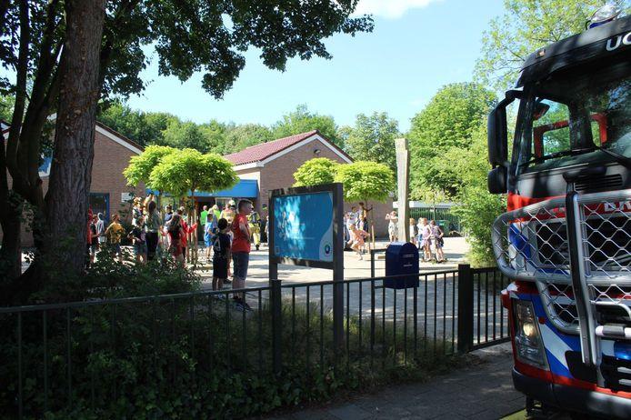 Het schoolplein stroomde al snel vol met leerlingen.