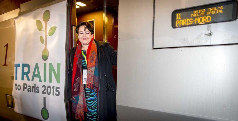 Sharon Dijksma vertrekt per trein naar Parijs. Beeld anp