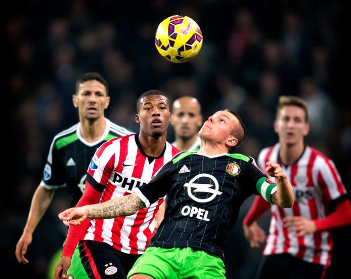 Jordy Clasie (R) van Feyenoord in duel met Georginio Wijnaldum van PSV (2014).