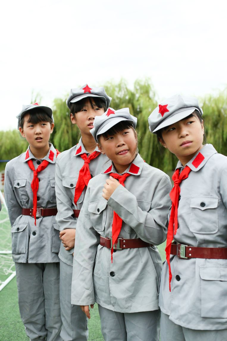 Leerlingen van de zesde klas. Links: Fei Shuang (11). Beeld Elke Scholiers