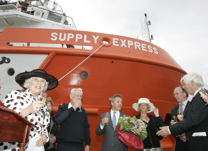 Doop Supply Express in Breskens met derde van links Coco Vroon.