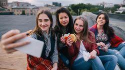 Luisuitbraak in middelbare scholen door selfies