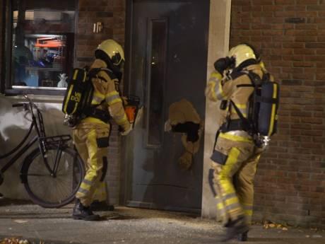 Brievenbus weggeslagen uit voordeur woning in Deventer