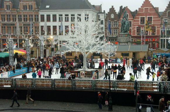 Brugge ijspiste op kerstmarkt