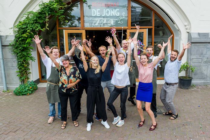 Restaurant De Jong wordt verkocht, maar zoekt nog steeds personeel.