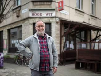 """Peter (64) stopt na twintig jaar met pinten tappen in zijn muziekcafé RoodWit: """"Ik hoop dat opvolging de gezellige sfeer in ere houdt"""""""