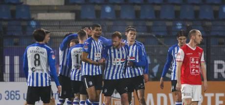 Stadionomroepers in een leeg FC Eindhoven-stadion: 'Het is wel heel maf'