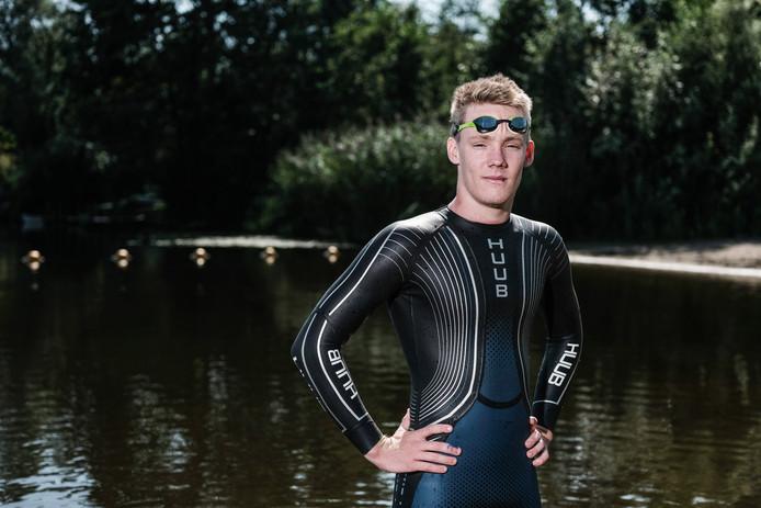 Wessel Haverkamp (17) is klaar voor zijn zwemmarathon.
