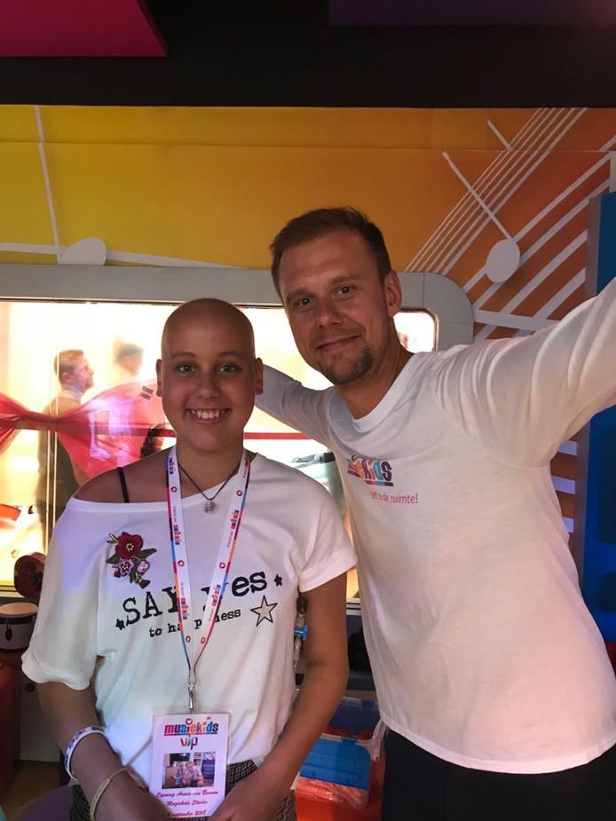 Elena Grootenhuis ontmoette bij de opening van de muziekkamer dj Armin van Buuren.