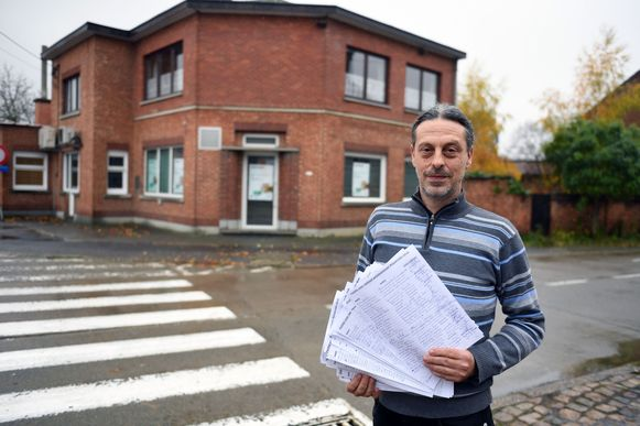 De petitie tegen het verdwijnen van de laatste bankautomaat van Geert Landerloos werd mee dan 2.000 keer getekend.