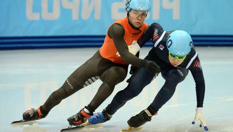 Knegt (L) werd gehinderd door de Zuid-Koreaan Lee Han-bin, en bereikte daardoor alsnog de finale. Beeld afp