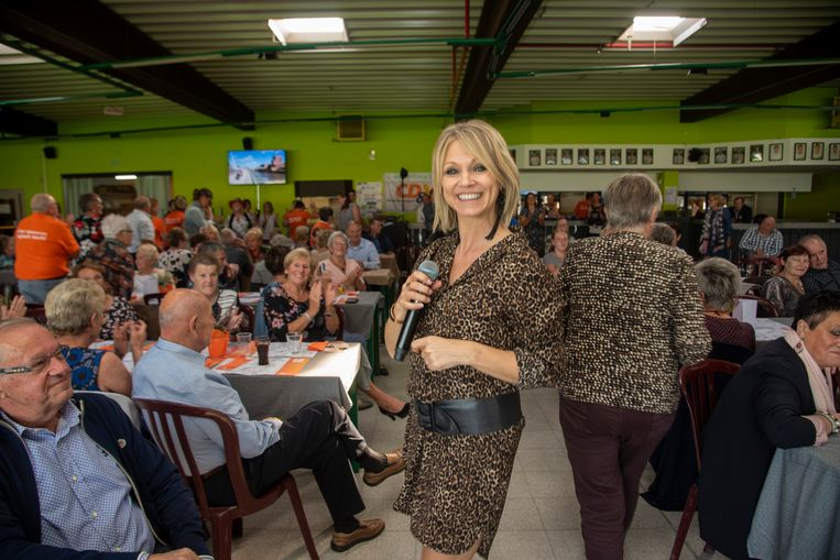 Laura Lynn  komt optreden tijdens de jaarlijkse koffietafel voor gepensioneerden.