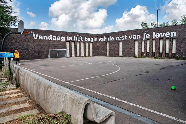Het sportveld van de jeugdzorgplusinstelling Transferium. Beeld Guus Dubbelman / de Volkskrant