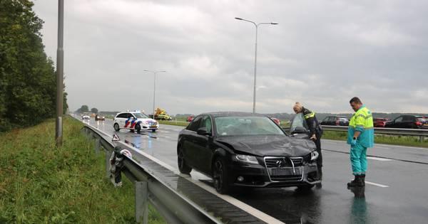 Zeker één gewonde bij aanrijding op Gooiseweg bij Zeewolde.