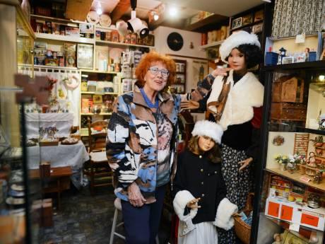 Blik en poppen in Renesse laten herinneringen leven
