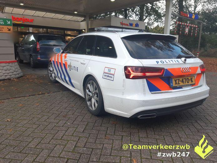 De auto viel op aan de Ringbaan West in Tilburg vanwege schade.