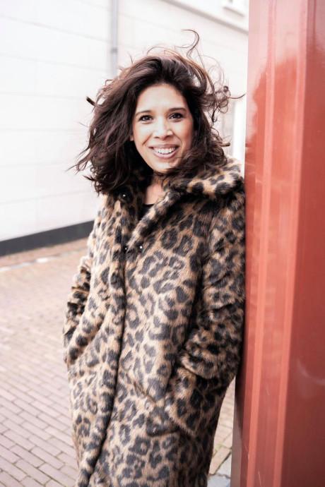 Theatermaakster Esmay Usmany wil in november haar tweede boek uitbrengen