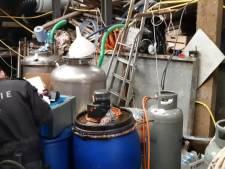 Groot drugslab aangetroffen op boerderij in Haaften: 'Duizenden liters chemicaliën'