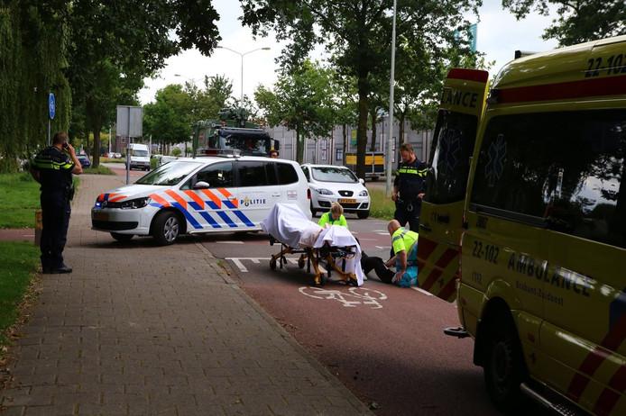 Een man op de fiets is gewond geraakt op de Fransebaan in Eindhoven na een ongeluk.