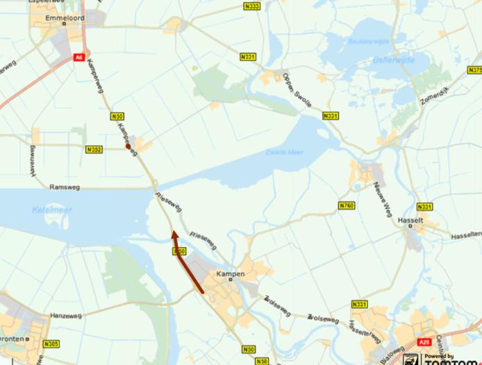 De N50 die ter hoogte van Kampen donderdagmiddag in beide richtingen werd afgesloten nadat een automobilist de slagboom voor de Eilandbrug had geramd.