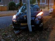 Automobilist ramt lantaarnpaal in Wageningen
