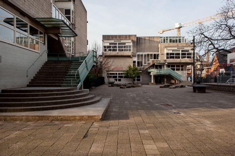 De Willemsparkschool aan de Willem Witsenstraat in Zuid is één van de zeven scholen die volgens Onderwijswethouder Moorman een te hoge ouderbijdrage vraagt. Beeld Lin Woldendorp