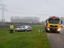 Auto in de sloot A58 Kruiningen, één gewonde