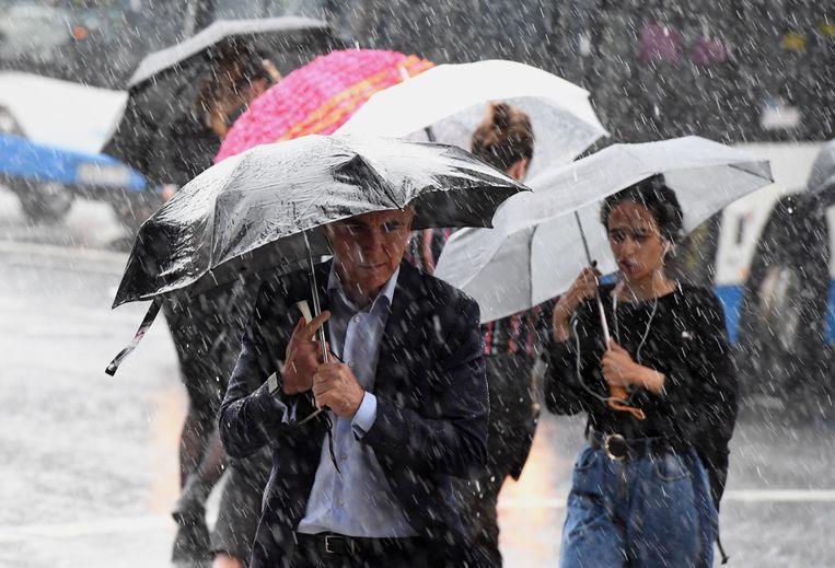 Sydney beleefde de voorbije vier dagen de natste periode in 20 jaar, wat tot complete chaos in de stad leidde. De komende dagen wordt in verschillende gebieden nog meer zware regen verwacht.