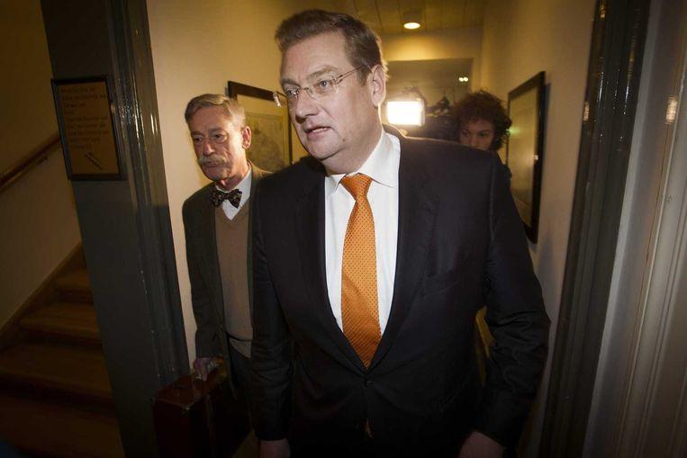 Van der Steur nadat hij zijn excuses aanbood wegens voorbarige kritiek op forensisch anatoom George Maat (L). Beeld anp