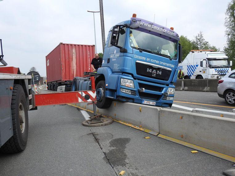 De truck van Nakita belandde in Zelzate op de betonblokken.