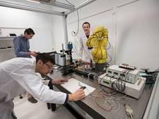 Effect Photonics stuurt tien kleuren licht door glasvezel