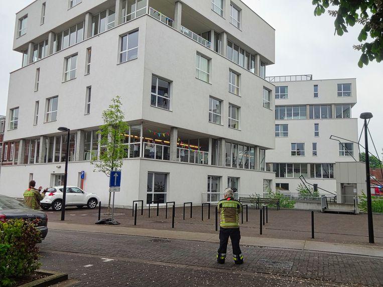 De brandweer van Hoogstraten trok naar het woonzorgcentrum Stede Akkers en bracht een groet aan het verzorgend personeel.