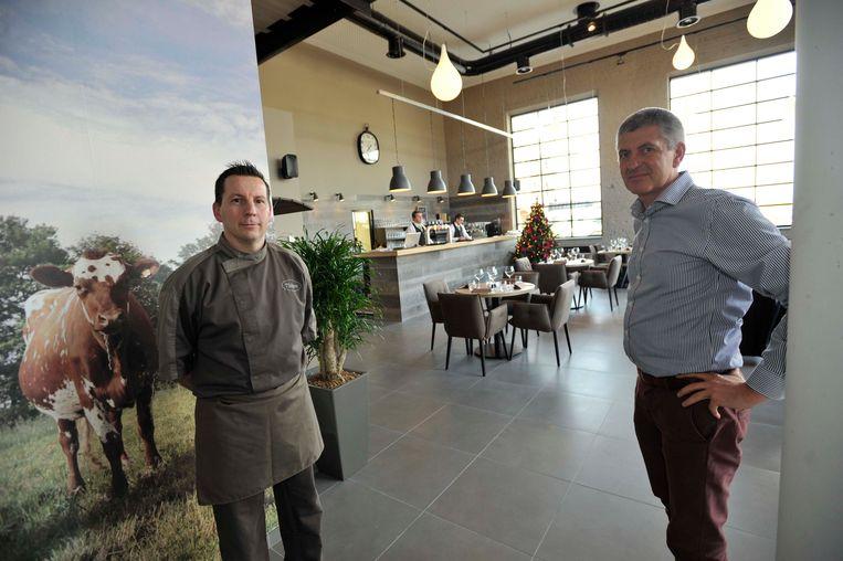 Bruno Bovri (links) stopt met de uitbating van brasserie De Melkerij. Vanaf maandag blijft de horecazaak in het gelijknamige CC tijdelijk dicht.