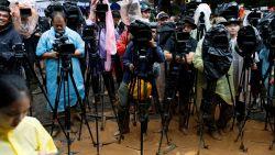 Met blik van wereldpers op Thailand : wat staat voetballertjes te wachten na bevrijding uit grot?
