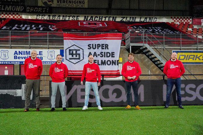 Pieter-Paul Saasen (tweede van links) gaat het bestuur van Helmond Sport versterken. Ari de Kimpe (links), Philippe van Esch (midden) en Michiel van Veen vormen nu het bestuur. William Verkoelen (rechts) is namens stichting Heel Helmond Support nauw betrokken.
