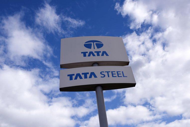 Tata maakte formeel bekend dat 1600 arbeidsplaatsen in Nederland, 1000 in Groot-Brittannië en 350 elders in Europa vervallen. De top van Tata Steel heeft volgens Van Wieringen toegezegd binnen twee weken met uitgebreidere plannen te komen. Beeld AFP