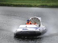 Hovercraft voorziet rietmoeras in Kinderdijk van zaad