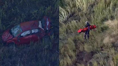 Spectaculaire beelden tonen hoe vrouw wordt gered nadat ze met auto van klif stort