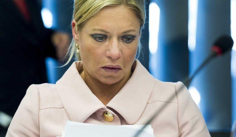 Minister van Defensie Jeanine Hennis-Plasschaert tijdens het algemeen overleg over repatrieringsmissie in Oekraine. Beeld anp