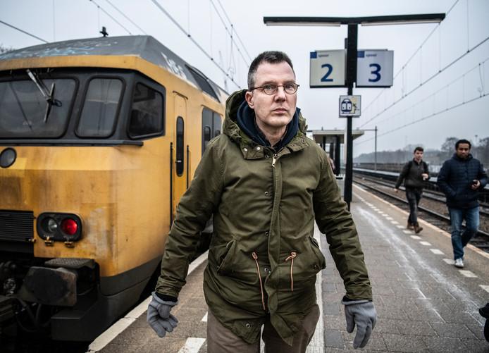 Nederland  50-jarige licht verstandelijk gehandicapte Aart uit t Harde. Hij deed in de campagne Maatjes Gezocht van het Oranjefonds een oproep om een maatje die met hem leuke dingen wil doen in zijn vrije tijd, waaronder zijn grote passie treinen.   fotoL Koen Verheijden  foto Koen Verheijden.
