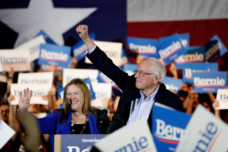 Bernie Sanders met zijn echtgenote in San Antonio