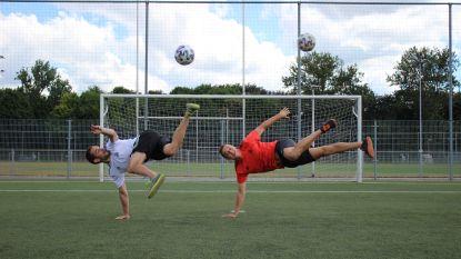Coole voetbaltricks en door de beentjes spelen? Jongeren leren het in Oostende van Belgische toppers
