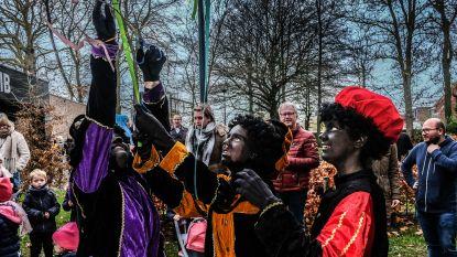 Sinterklaas haalt 57 'tuutjes' uit boom