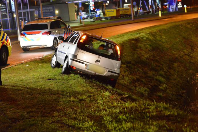 Automobilist raakt van de weg bij Ikea in Breda