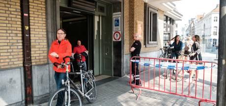 Zes mensen meer dan twee uur opgesloten in voetgangerstunnel