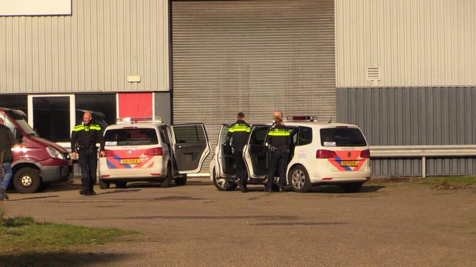 Politie bij het pand na het aantreffen van het drugslab, eerder dit jaar.