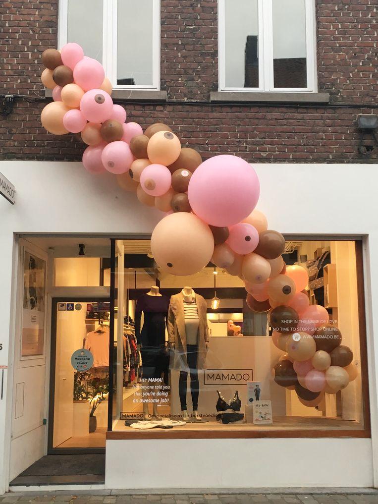 De tros ballonnen is een blikvanger aan de etalage van Mamado.