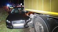 Bestuurder (62) wordt onwel en overlijdt na botsing tegen truck
