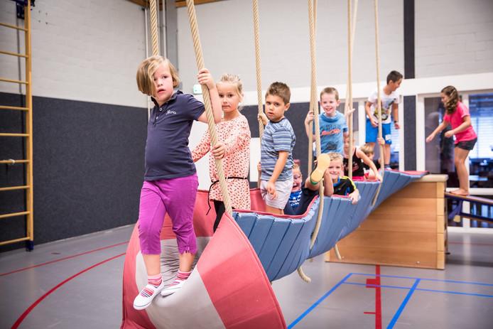 De Nationale sportweek werd in s-Gravenpolder afgetrapt met een sport-en spelstuifin voor kinderen met oa: klimmen en klauteren.