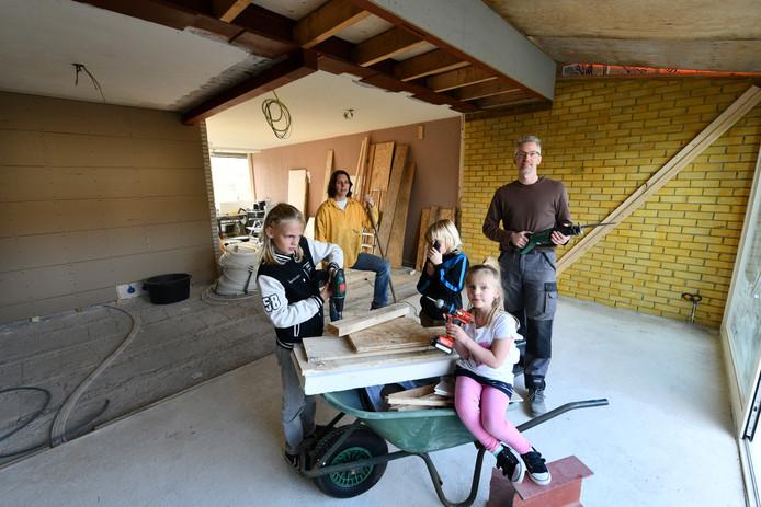 Het gezin Van der Vlugt: Damian, Brian, Lilian, Petra en Erik van de Vlugt
